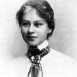 Wanda Dynowska, c. 1905