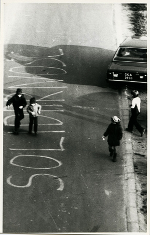 Street protests in Gdańsk-Zaspa, near Lech Wałęsa's home, in the 1980s Photo taken by Jan Neubauer, the author's father