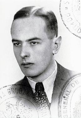 Black-and-white photograph of Witold Gombrowicz from his Polish government-issued passport. 18 cm x 13 cm. General Collection, Beinecke Rare Book and Manuscript Library, Yale University, New Haven, Connecticut.