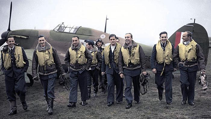 Check out that swagger! And rightly so. The handsome 303 daredevils, left to right: F/Lt Lt Kent, F/O Grzeszczak, P/O Radomski, P/O Zumbach, P/O Łokuciewski, F/O Henneberg, Sgt Rogowski, Sgt Szaposznikow; 1940.