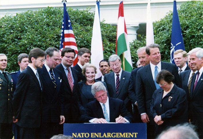 Poland's Ambassador Jerzy Koźmiński and Secretary of State Madeleine Albright stand to the president's right; on his left is Maryland Senator Barbara Mikulski of Maryland. White House; May 21, 1998