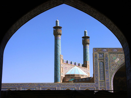 Isfahan: Minarets of Shah Mosque By Ralf Schumacher Dresden via Wikimedia Commons