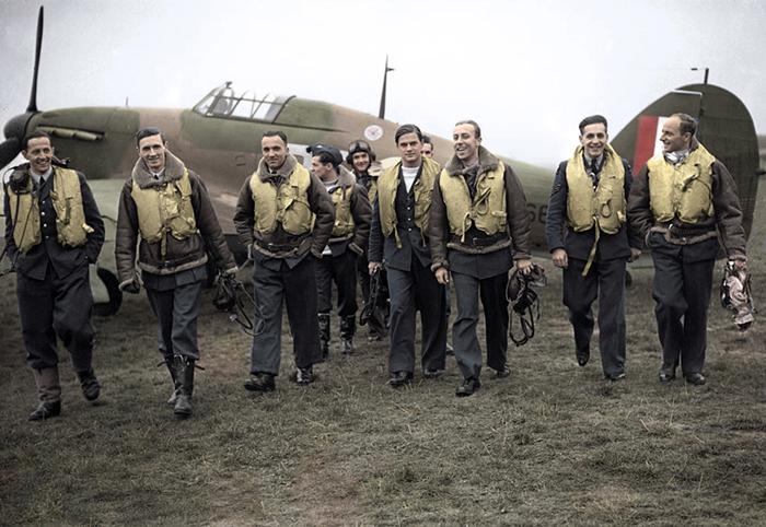 The legendary 303 Squadron Pilots in 1940, in a colorized photo: F/O Ferić, F/Lt Lt Kent, F/O Grzeszczak, P/O Radomski, P/O Zumbach, P/O Łokuciewski, F/O Henneberg, Sgt Rogowski, Sgt Szaposznikow.