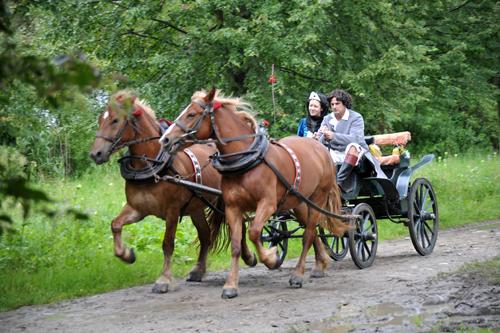 FILM still: Tadeusz Kościuszko rides with Ludwika Sosnowska